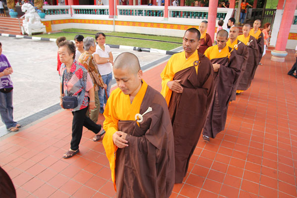 Alms Offering to the Sangha